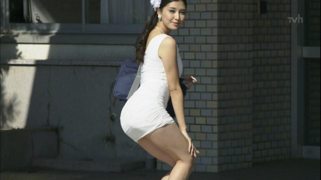 橋本マナミの胸チラ&パンチラ&透けパンチラエロキャプ画像その3