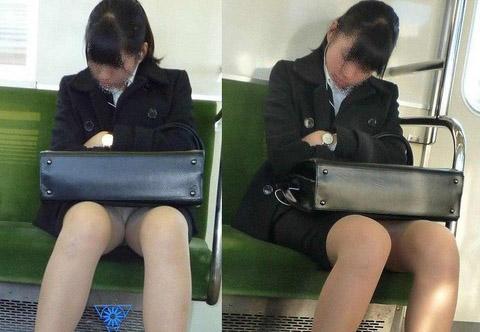 【有名人,素人画像】居残りして帰宅中のシロウトお姉さんさんは列車内パンチラ秘密撮影えろ画像30枚