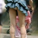 【素人パンチラ盗撮エロ画像】子連れママ最高~wwwww警戒心ゼロの人妻のパンチラを拝み放題wwwwww