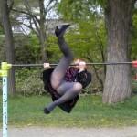 公園の遊具で遊んで見事にパンチラする女がいるwwwwwww★遊具エロ画像