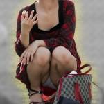 【素人】スカートでうんこ座りすると大体こうなるwwwwwwww★素人パンチラエロ画像