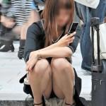 体育座りで休憩中素人のパンチラを盗撮wwwwwww★素人エロ画像