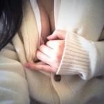 JK18歳がTwitterに制服姿でM字やエロポーズでオッパイやオマ●コ晒す自撮り
