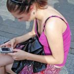 【海外速報】白人美女のノーブラ乳首胸チラ確率が異常wwwwwww(素人盗撮画像あり)