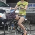 ワイ、ミニスカ自転車女子がパンチラしてたんで見てたら事故りかけたンゴwwwwww(盗撮画像あり)