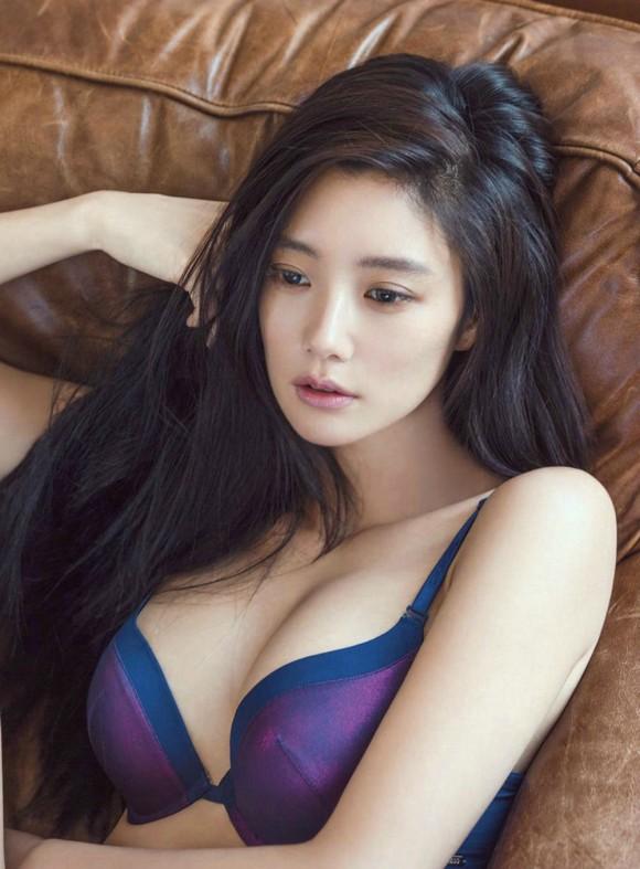 【驚愕】韓国下着モデル…これ完全にエロ本だわwwwwwwwww(画像あり)・2枚目の画像
