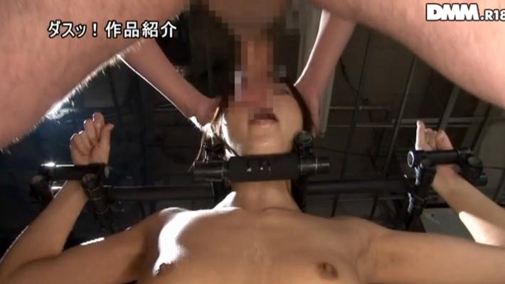 手枷・足枷で完全拘束状態の雌豚肉便器のエロ画像26枚・7枚目の画像