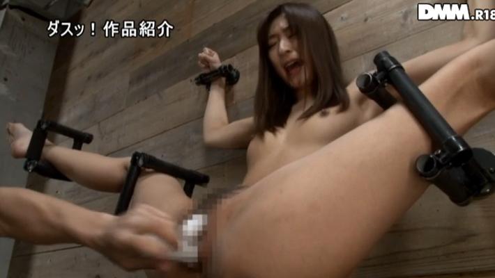 手枷・足枷で完全拘束状態の雌豚肉便器のエロ画像26枚・10枚目の画像