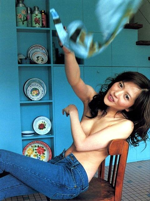 【三浦理恵子アイコラヌード】おっぱい丸見え!こんなエロくて美人なBBAならマジ抱きたいよなwwwww女優・芸能人お宝画像★・11枚目の画像