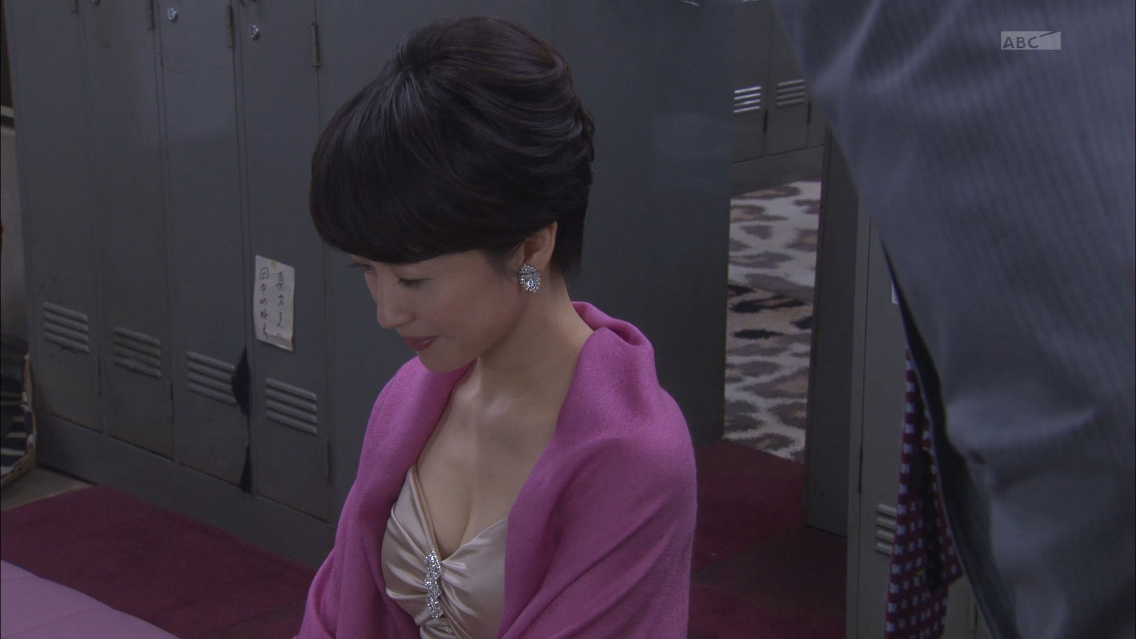 【三浦理恵子アイコラヌード】おっぱい丸見え!こんなエロくて美人なBBAならマジ抱きたいよなwwwww女優・芸能人お宝画像★・31枚目の画像