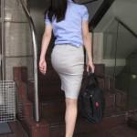 OLさんの制服・スーツのタイトスカートのお尻←痴漢してくれという言わんばかりだなwwwww(画像あり)