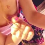 【胸チラ盗撮】買い物中の女は無防備で胸チラ拝み放題だわwwwww(画像あり)