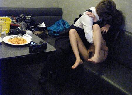 ちょwカラオケでSEXするカップルの一部始終が映った防犯カメラ映像が流出wwwww(画像あり)・17枚目の画像