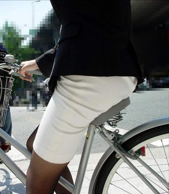 自転車通勤のOLさんのパンチラ盗撮エロ画像32枚・38枚目の画像