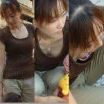 【若妻胸チラ盗撮エロ画像】子育てに夢中の人妻さん…色気ムンムンでぐうしこwwwww