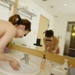 ハメ撮り・盗撮等…ラブホの洗面所って実は隠れたエロスポットだよなwwwww(画像あり)