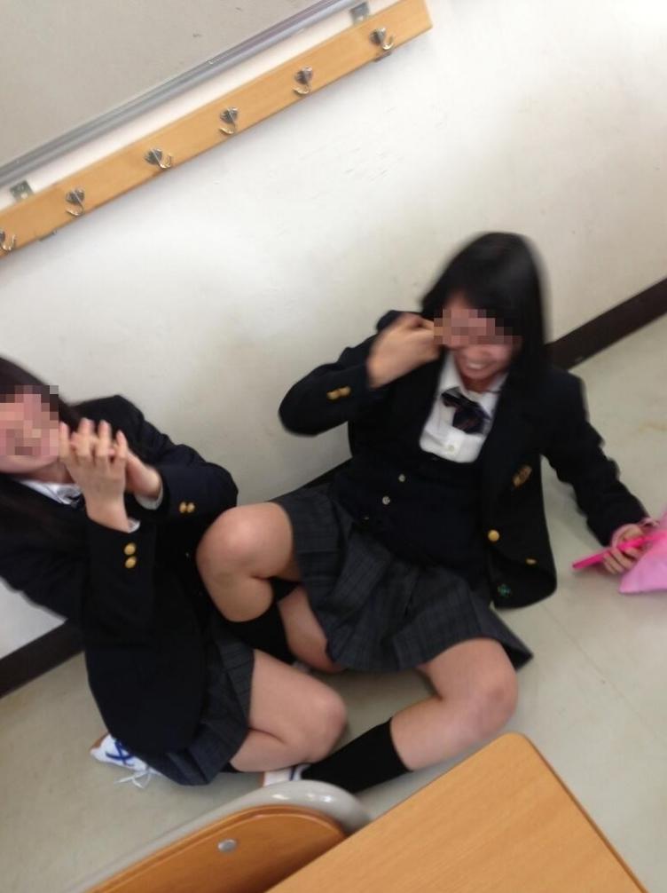 【インスタ】悪ふざけJKがエロすぎて今学生なら確実に教室でシコってると思うんだがwwwww(画像あり)・2枚目の画像