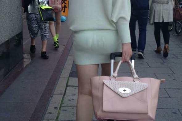 タイトミニスカ履いた素人娘の盗撮エロ画像25枚・7枚目の画像