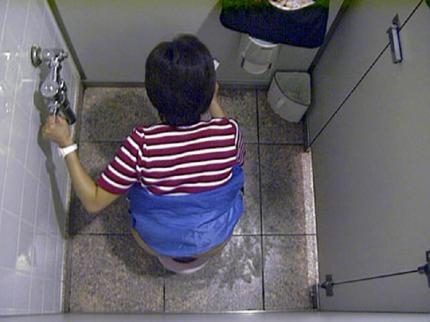 女子トイレ盗撮した本物流出エロ画像23枚・13枚目の画像