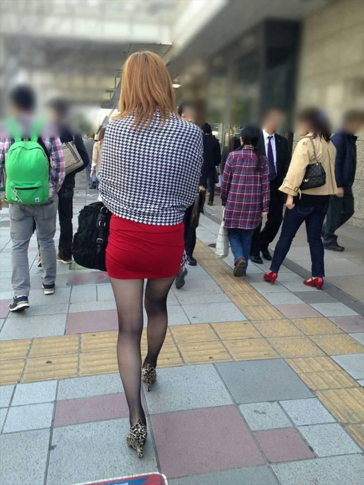 タイトミニスカ履いた素人娘の盗撮エロ画像25枚・14枚目の画像