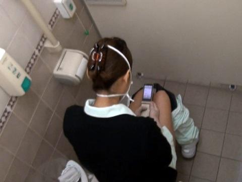 女子トイレ盗撮した本物流出エロ画像23枚・15枚目の画像