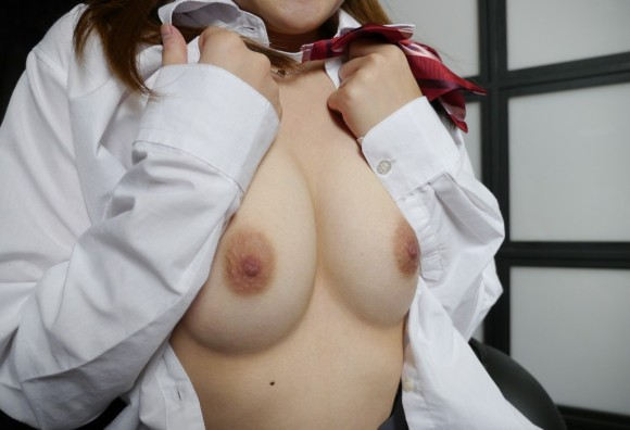 女子●生の美乳おっぱいが透き通ってて舐めたすぎる・・・(画像あり)・14枚目の画像