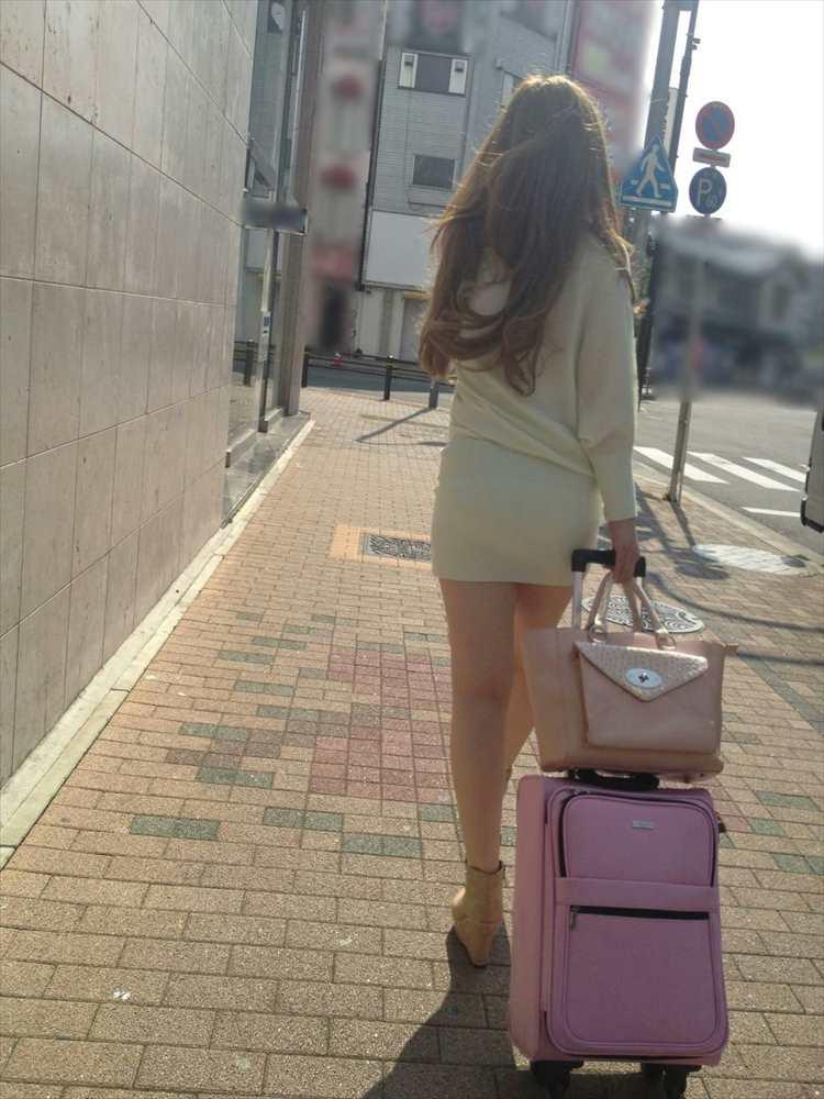 タイトミニスカ履いた素人娘の盗撮エロ画像25枚・18枚目の画像