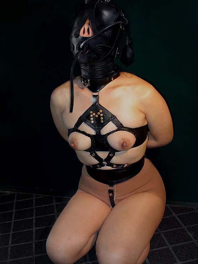 「身体はエロいが顔はブス」覆面マスク被せてSEXするエロ画像30枚・20枚目の画像