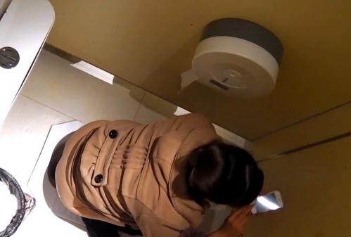 女子トイレ盗撮した本物流出エロ画像23枚・28枚目の画像