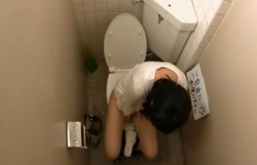 女子トイレ盗撮した本物流出エロ画像23枚・29枚目の画像