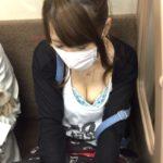 【電車内パンチラ・胸チラ盗撮エロ画像】無音カメラの普及で盗撮魔が急激に増えたみたいだなwwwww