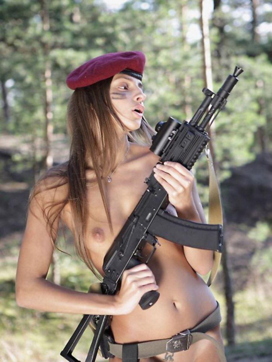 女性軍人ヌードが強そうだが抜けるエロ画像50枚・4枚目の画像