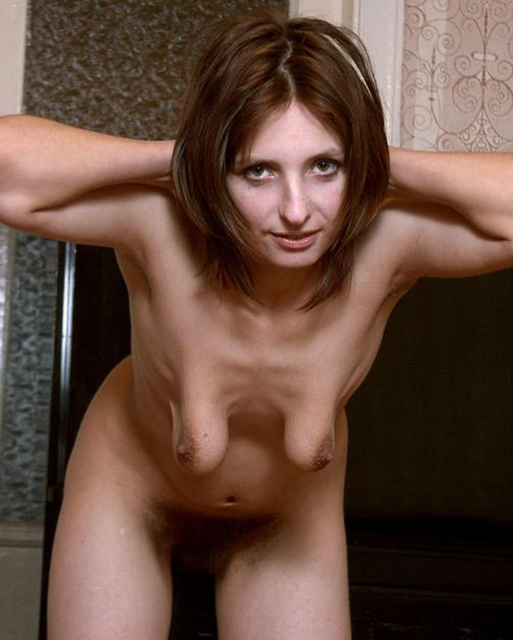 垂れ乳ヌード