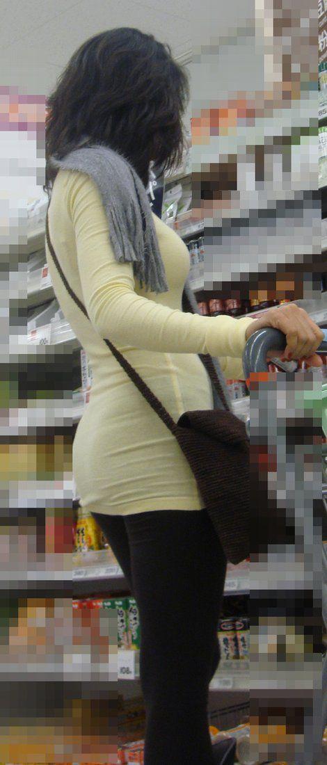 街撮り盗撮した子連れ人妻の着衣巨乳エロ画像23枚・6枚目の画像