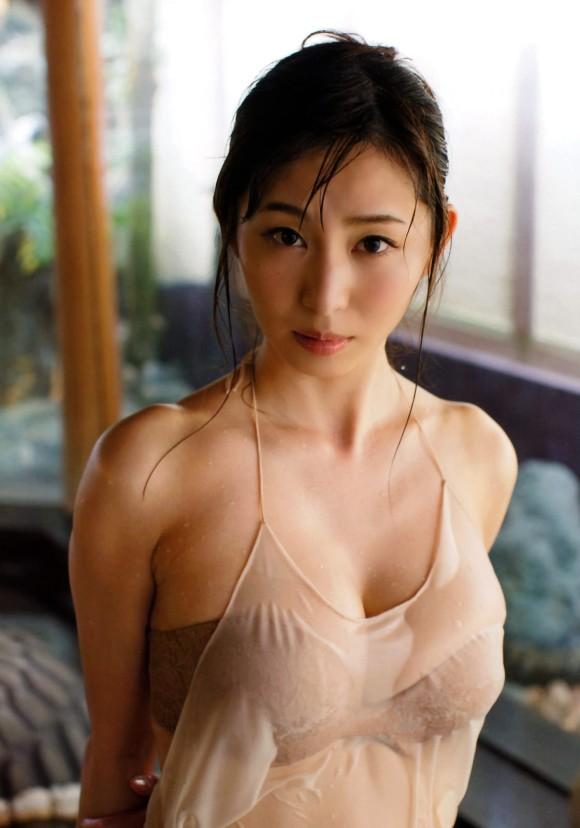 塩地美澄アナ(35)のヌード寸前!大胆グラビアエロ画像120枚・91枚目の画像