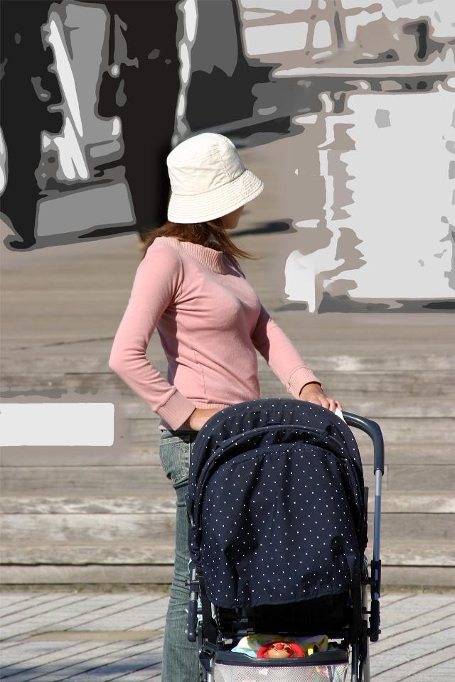 街撮り盗撮した子連れ人妻の着衣巨乳エロ画像23枚・7枚目の画像