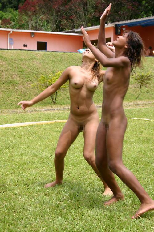 全裸ヌードでスポーツを楽しむ外国人の異文化エロ画像22枚・8枚目の画像