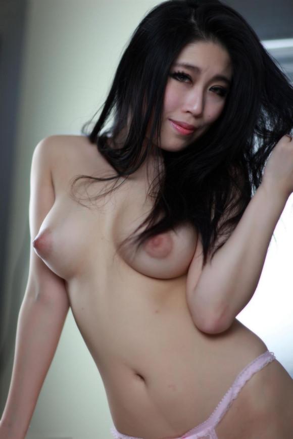 中国人ヌードモデルの不自然な偽乳エロ画像32枚・15枚目の画像
