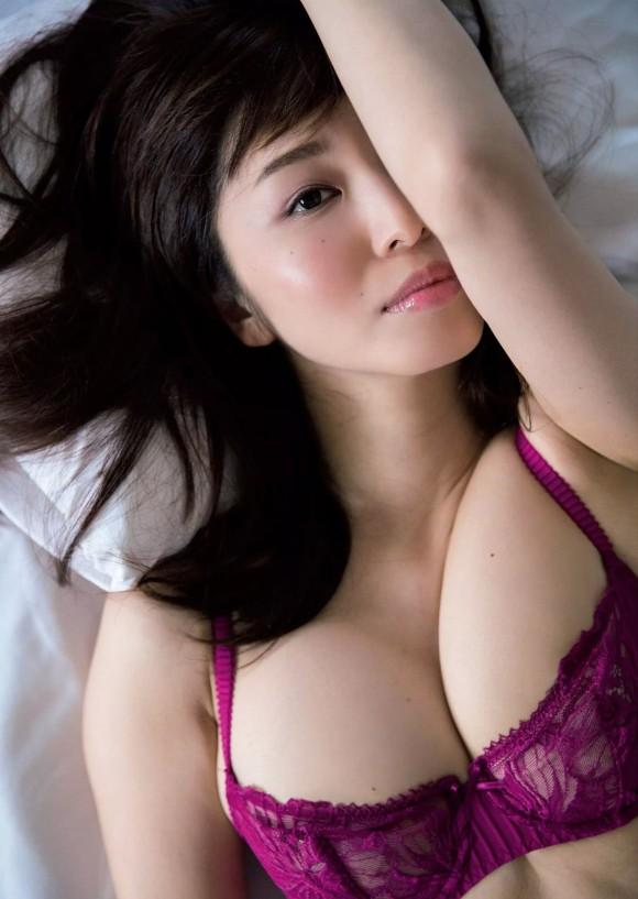 塩地美澄アナ(35)のヌード寸前!大胆グラビアエロ画像120枚・99枚目の画像