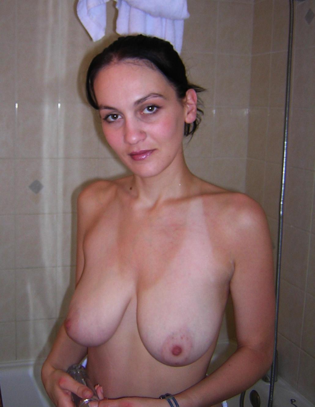 外国人人妻の巨乳垂れ乳おっぱいエロ画像31枚・16枚目の画像
