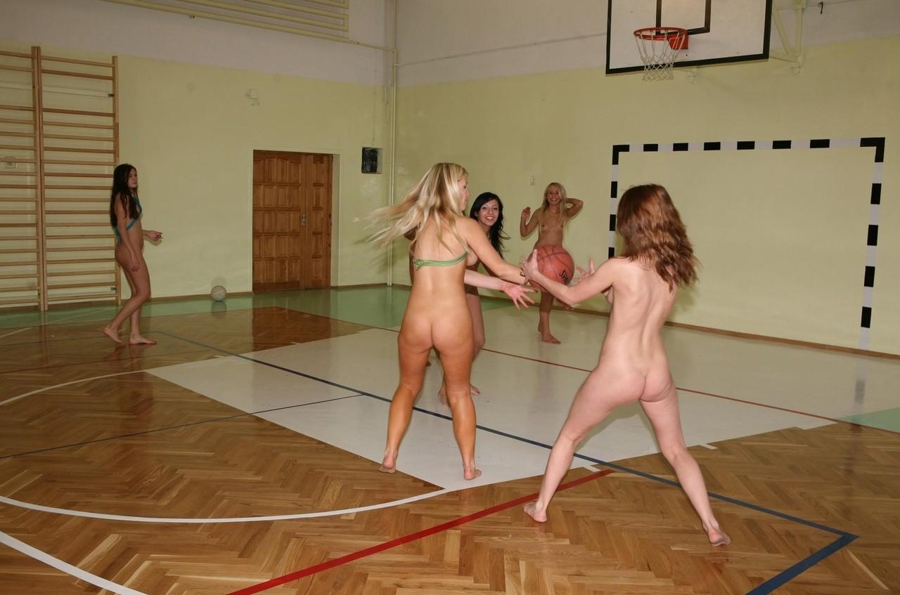 全裸ヌードでスポーツを楽しむ外国人の異文化エロ画像22枚・16枚目の画像