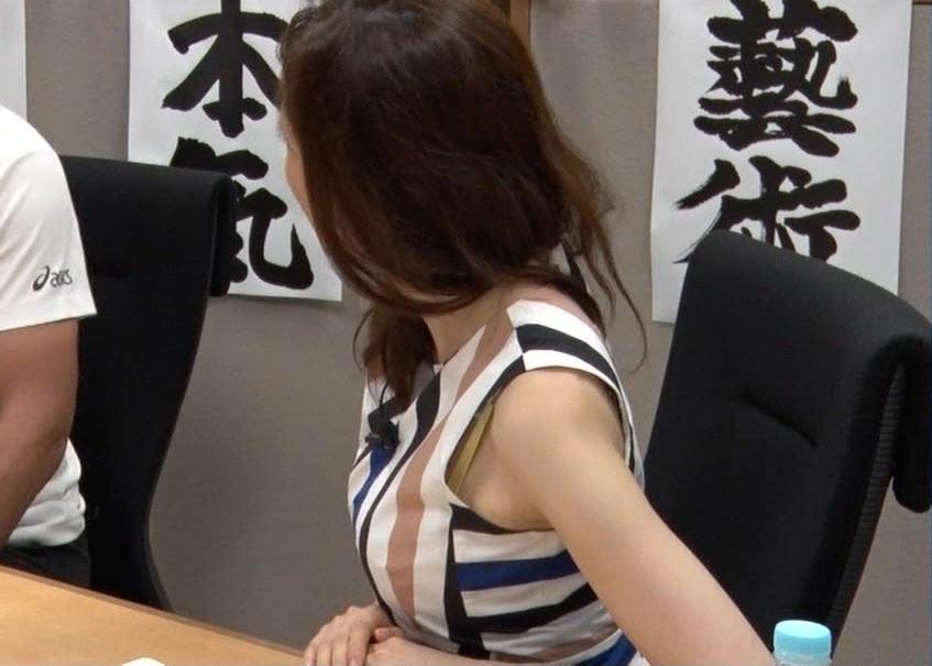 【ブラ紐限定 放送事故】女子アナ・芸能人・素人も…TVで不意に見えるブラ紐がぐうしこwwwww(エロキャプ画像あり)・17枚目の画像