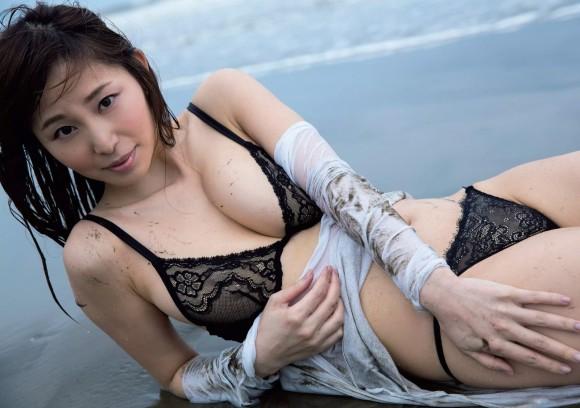 塩地美澄アナ(35)のヌード寸前!大胆グラビアエロ画像120枚・101枚目の画像