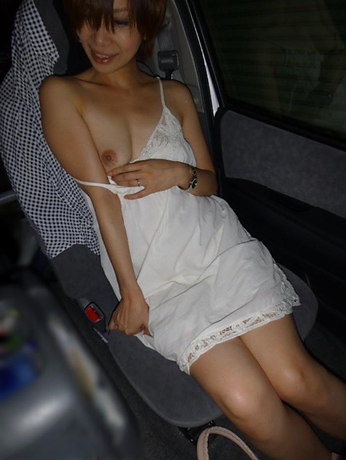 子持ち人妻のカーセックスが生々しくて抜けるエロ画像16枚・2枚目の画像