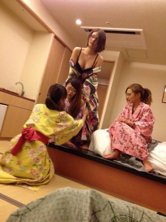 10代小娘・女子大学生の夏りょこうでの「悪ふざけ」えろ写メがSNSにうpされててクッソえろいwwwwwwwwww(写真あり)