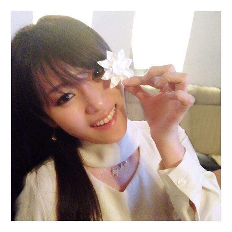 コンドームポーズに見えるショットにそろそろヌード期待!深田恭子の抜けるグラビアエロ画像wwwwwww・1枚目の画像
