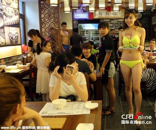 ちょww一家連れも訪れる中国の色っぽい居酒屋がカオスすぎるンゴwwwwwwwwwwwwww(写真あり)