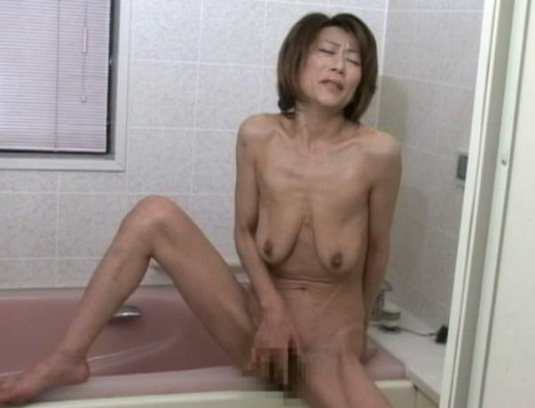 プシュー…空気抜けたような人妻の垂れ乳お乳…マニアにはたまらないらしいが…wwwwwwwwww(写真あり)
