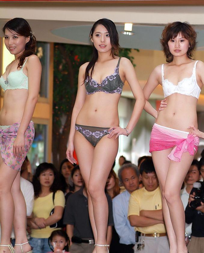 中国人美女の下着モデルのファッションショー…マン毛透けてるのは気のせいだろうか?wwwww(画像あり)・1枚目の画像