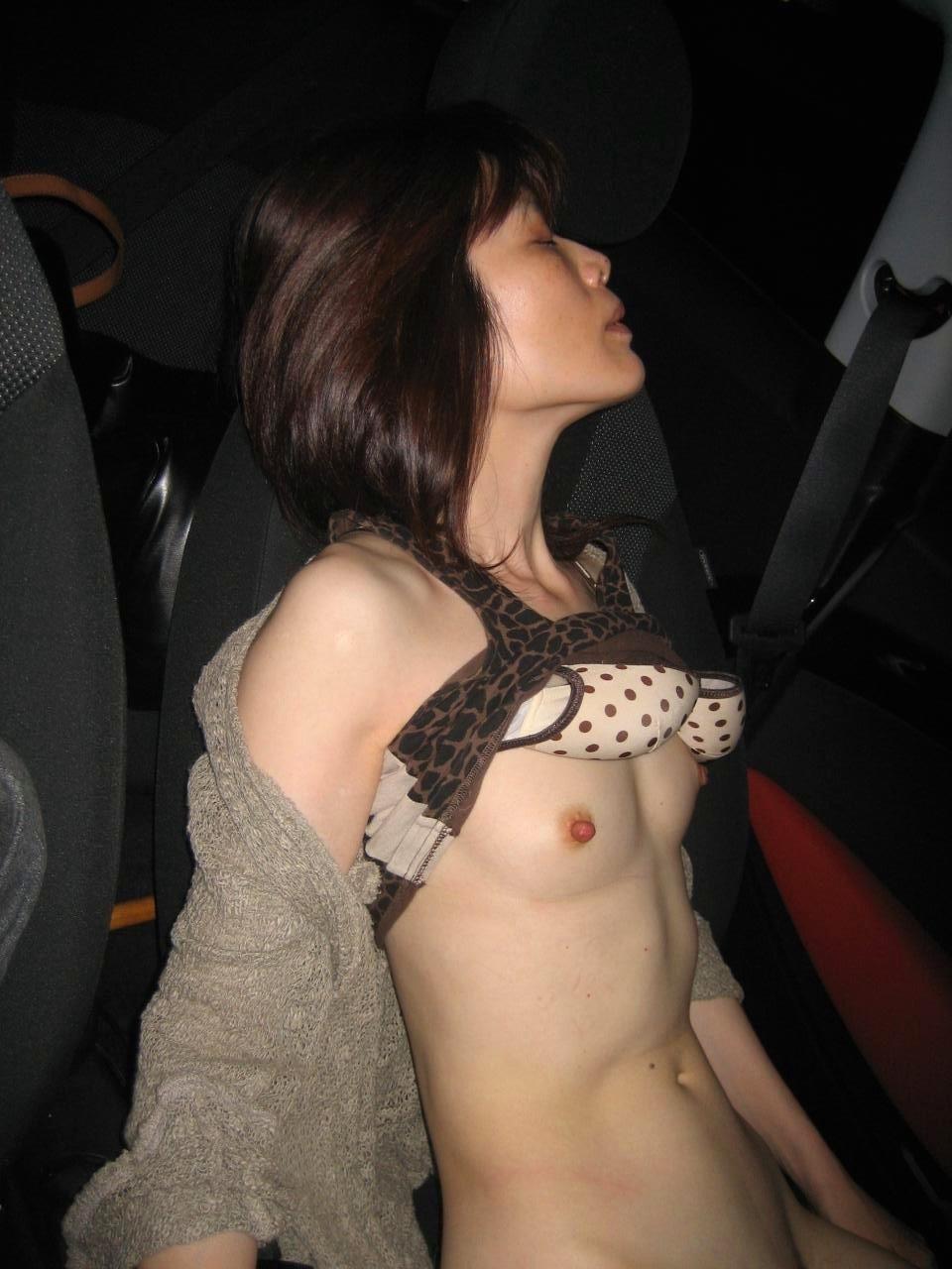 子持ち人妻のカーセックスが生々しくて抜けるエロ画像16枚・4枚目の画像